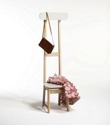 Коллекция из трёх стульев меняет характер и функциональность привычной мебели