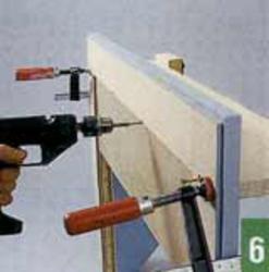 Полка фиксируется при помощи струбцин и прикручивается сзади шурупами длиной 50 мм