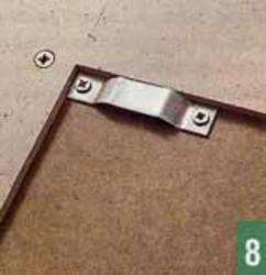 Скобы служат для навешивания всей конструкции на крючки, закрепленные в стене