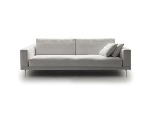 Модульный диван с большим количеством элементов