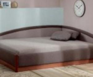 Угловой диван со встроеными полками